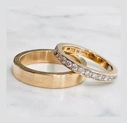 Engagement rings 2 in 18k gold and brilliant cut diamonds