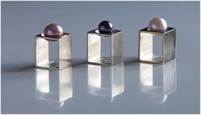 Square rings in silver and 18k gold with cultured tahitit pearls