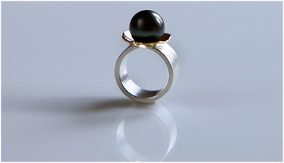 Ring in silver and 18k gold with a cultured tahiti pearl