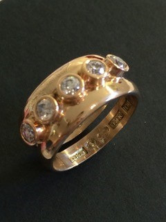 Ring in 18k gold with brilliant cut diamonds 2