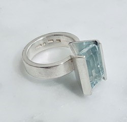 Ring in silver with aquamarine